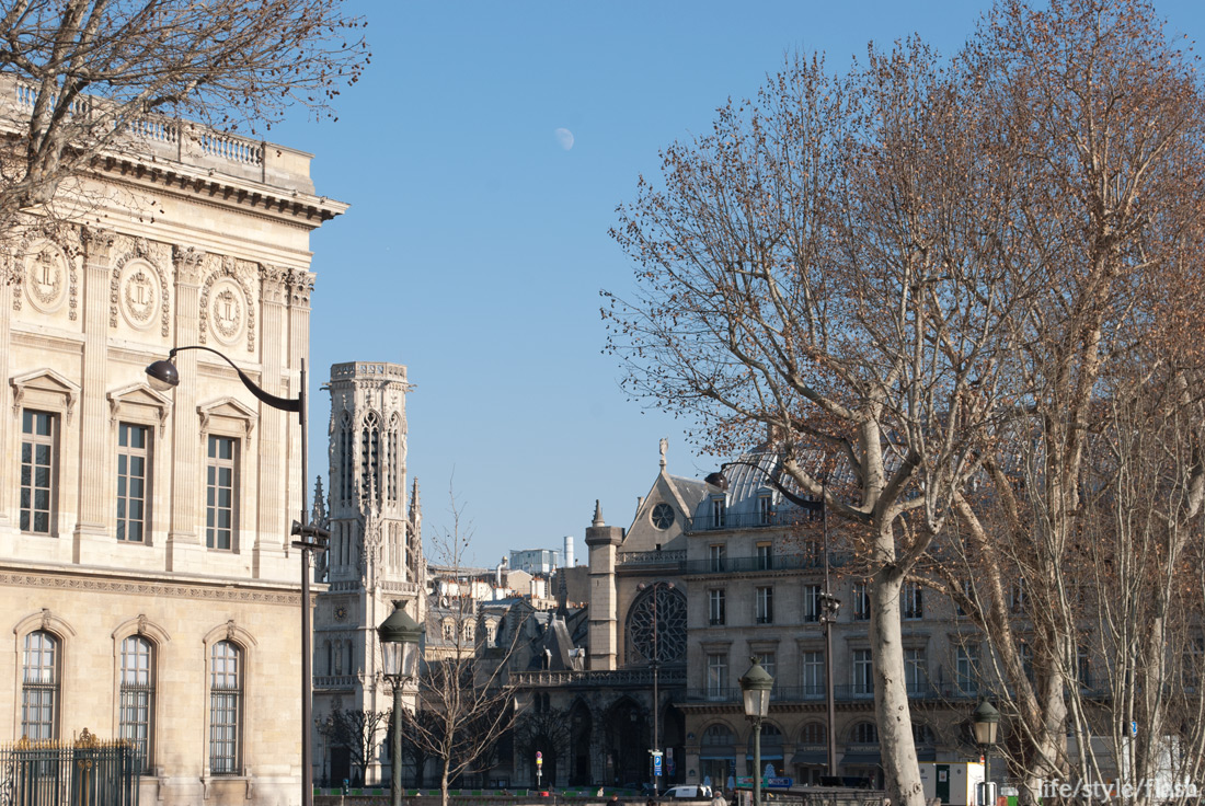 Moon in daytime, Paris