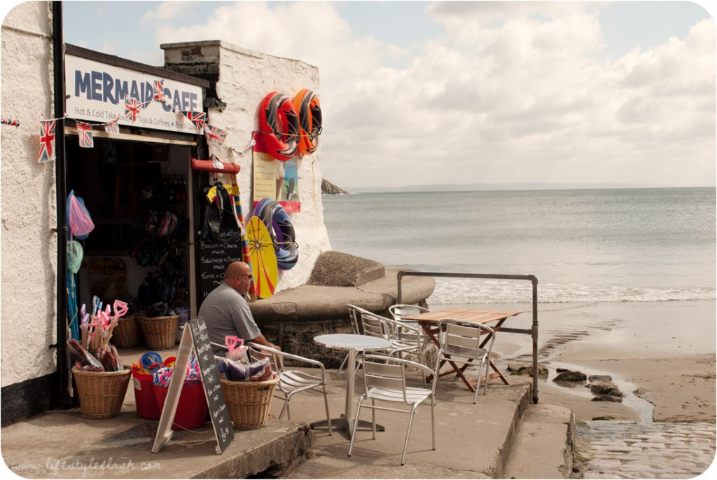 Cornwall: beach-front shop in Gorran Haven
