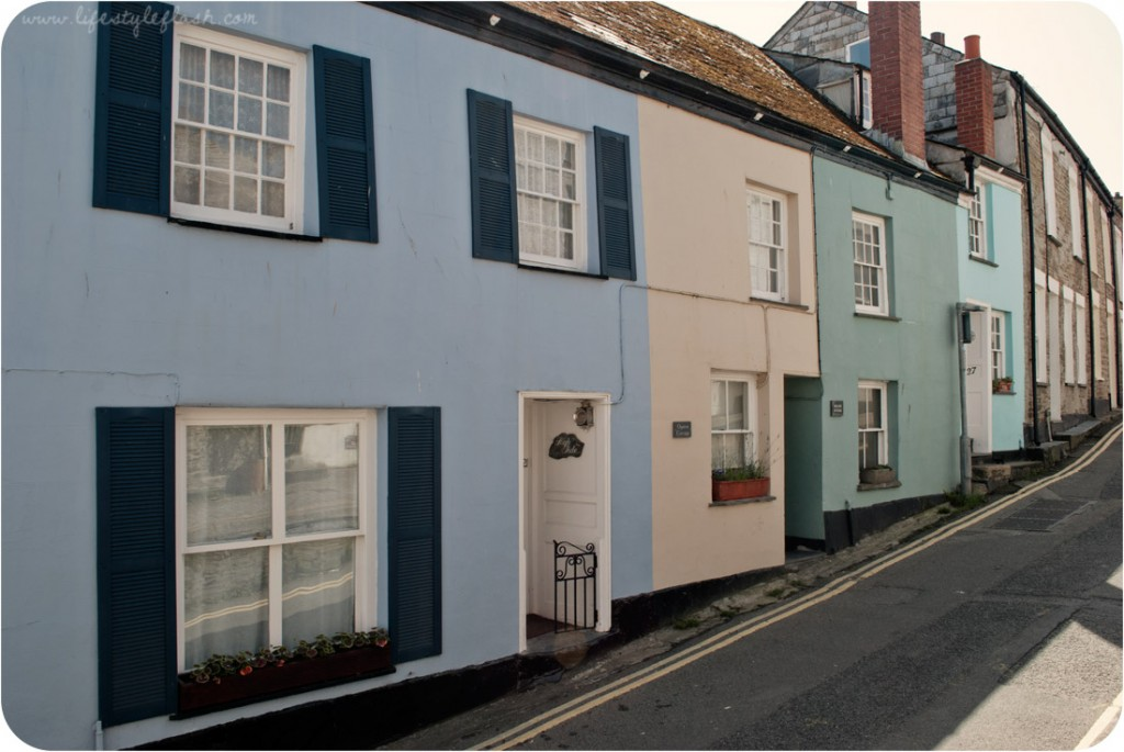 Cornwall: brightly-painted cottages in Padstow